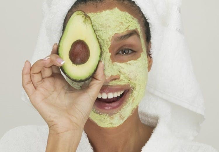 اثرات آووکادو بر زیبایی پوست