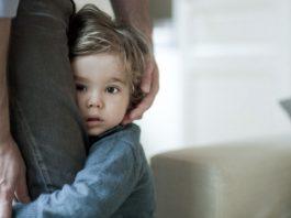 کودکی که از پدر و مادرش جدا نمی شود