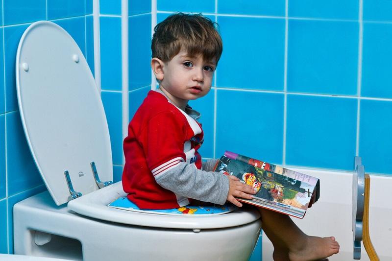 روش بدون اعمال فشار برای حل مشکلات توالت رفتن کودک