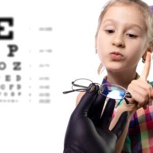 خودداری کودک از عینک زدن