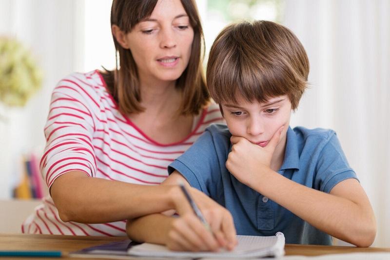 مشکلات هر روزه کودک: به کودک یاد دهید که چطور کارها را انجام دهد.