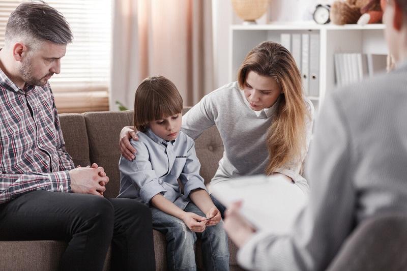 مشکلات هر روزه کودک: کار کودک را به کمک پی آمدها، پیگیری کنید.