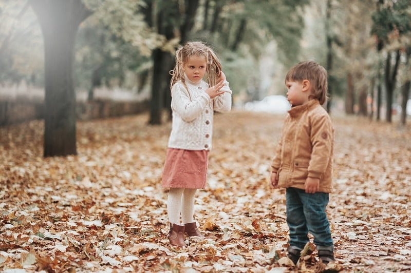 اختلاف بین خواهر و برادرها: کودکان را با هم مقایسه نکنيد.