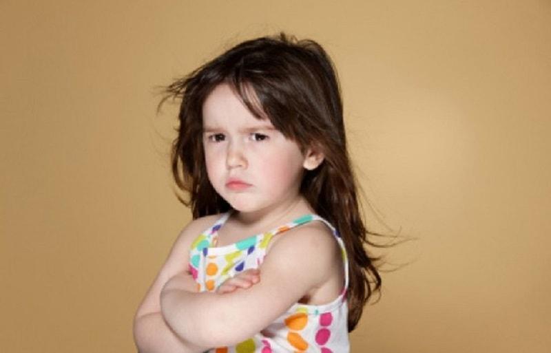 بكوشید از گفتن جملاتی که باعث ایجاد کج خلقی و رفتارهای بد کودک می شود، خودداری کنید.