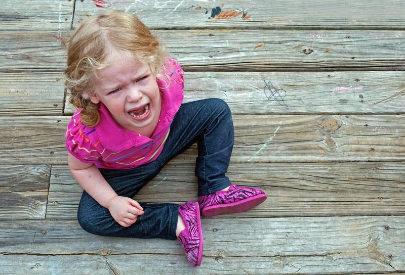 کج خلقی و رفتارهای بد کودک را در نطفه خفه کنيد.