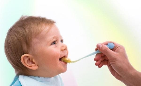 نقش عسل در تغذیه کودکان