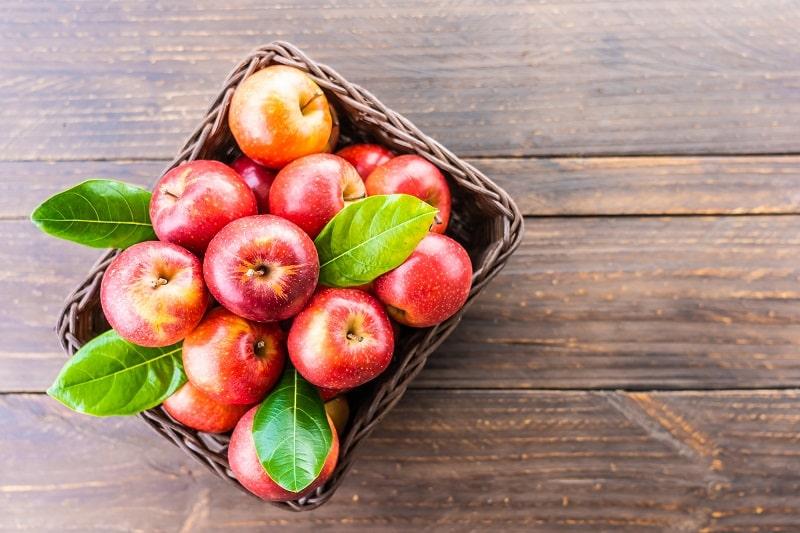 سیب سرخ رنده شده برای تقویت اعصاب