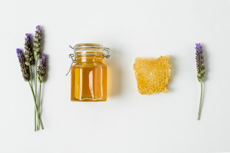 تولید عسل شان (عسل موم دار) تکه ای