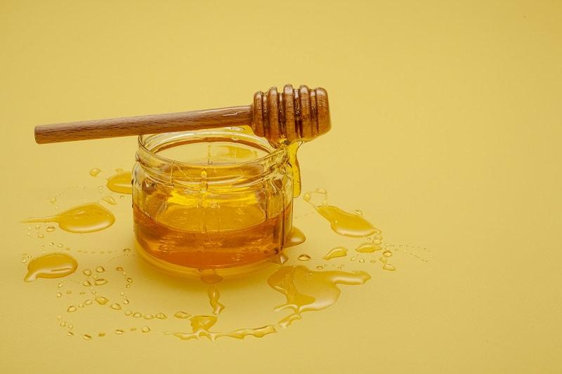 عسل مایع (عسل استخراج شده از شان)
