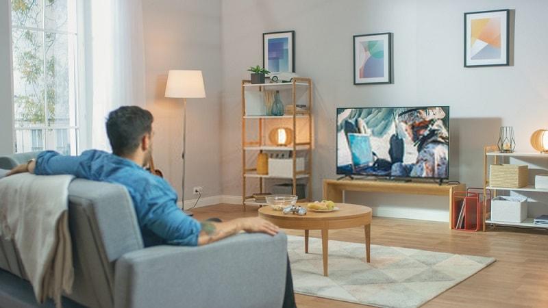 تماشای تلوزیون از فاصله کم