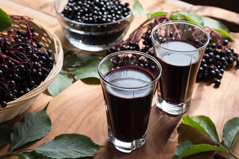 شیرابه یا آب میوه آقطی سیاه