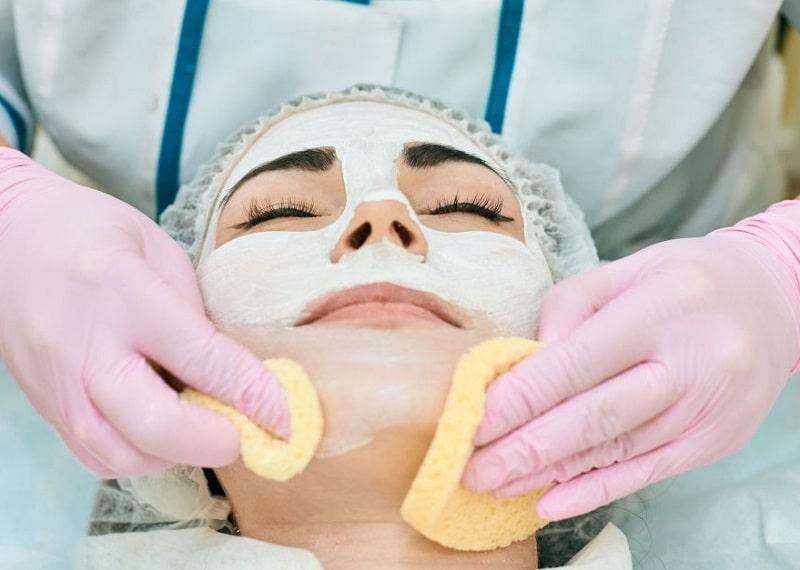 بهداشت پوست صورت و پاکسازی آن از بقایای سلولی با ماسک