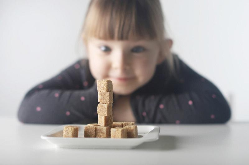برای رفع چاقی کودک میزان غذا و فعالیت کودک را در روز ثبت کنید.