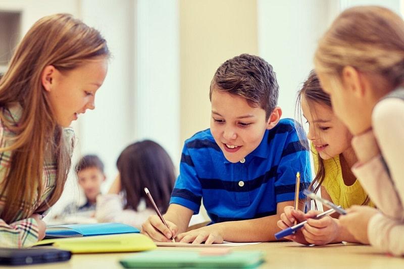 بر نحوه درس خواندن فرزندتان نظارت کرده، آن را تقویت کنید.