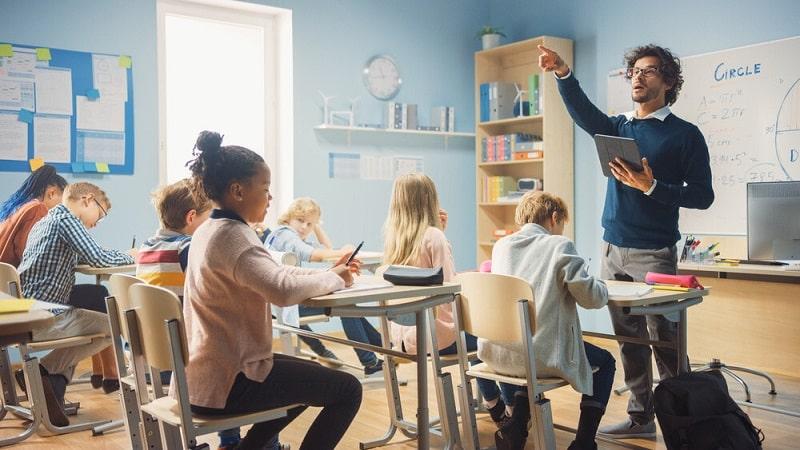 مشکلات میان معلم و دانش آموز