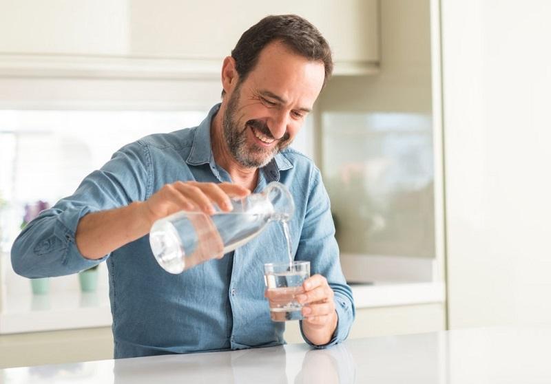 نوشیدن آب خنک هنگام عصبانیت