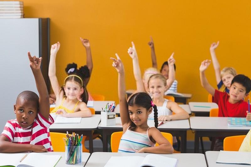 برای حل مشکلات مدرسه و تحصیل بچه ها حساسیت کودک را نسبت به وضعیت امتحان از بین ببرید.