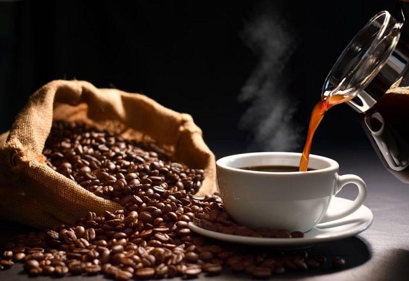 آلكالوئيد کافئین از دیگر ترکیبات موجود در قهوه